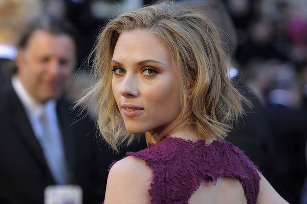 史嘉蕾喬韓森 - Scarlett Johansson黑寡婦爆乳勾人男人心目中最性感女神、好萊塢女星美胸排行第一升格當辣媽變波神胸器超強大、懷孕繼續宣傳美國隊長,復仇者聯盟