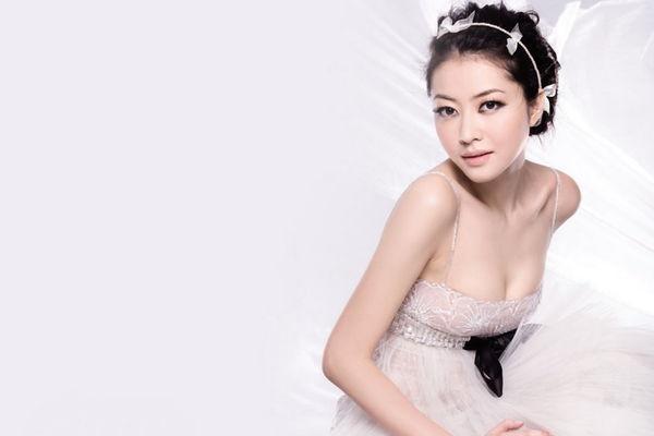 熊黛林 - 天王郭富城前女友被爆成郭太太結婚了、閃嫁千萬富豪郭可盈胞弟郭可頌、長腿拜金女王裸秀上圍