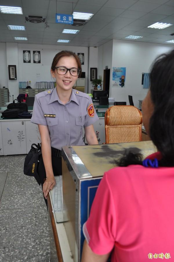 吳宜婕 - 超甜美女警太正、平鎮最美女警取締違規停車被要LINE、男民眾:車不是我的但希望你Line是我的