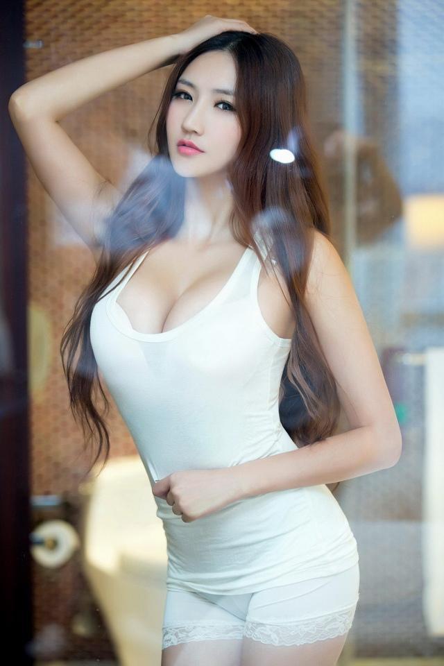 王明明 - 史上最完美爆乳胸模國際胸模大賽總冠軍、超正安徽女神麻豆工商妹衣服快要撐爆、推女郎腿模胸模都性感