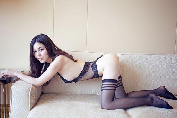 沈佳熹 - MYG美媛新女神嫩模Kitty星辰全裸自拍凸點清晰可見、極品美女推女郎南半球翹臀蕾絲內衣寫真