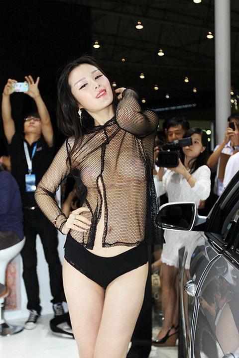 顏瑜 - 成都車展半裸胸貼妹漁網裝、青蛇傳劇照曝光雙峰奪衣欲出、全裸透視裝嫩模噴血裸照