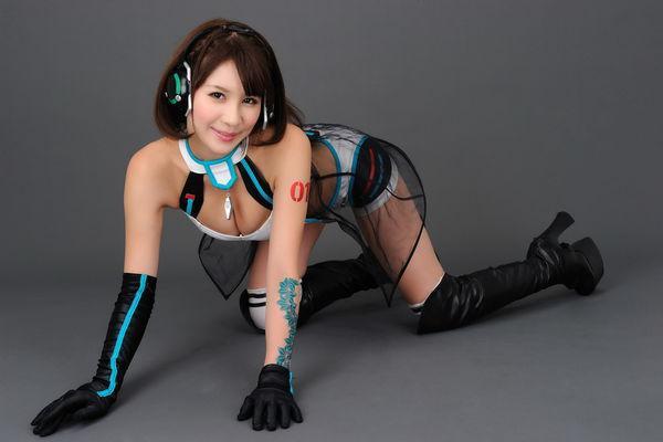 立花早紀 - 日本賽車皇后性感爆乳好身材、甜美嫩模正妹床上展露迷人笑顏比基尼翹臀超有料