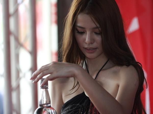 李毓芬 - Dream Girls神魔新宅男女神、認了柯震東爛醉被撿回家、兄弟主場開球、扮憂憂網友誤以為中毒