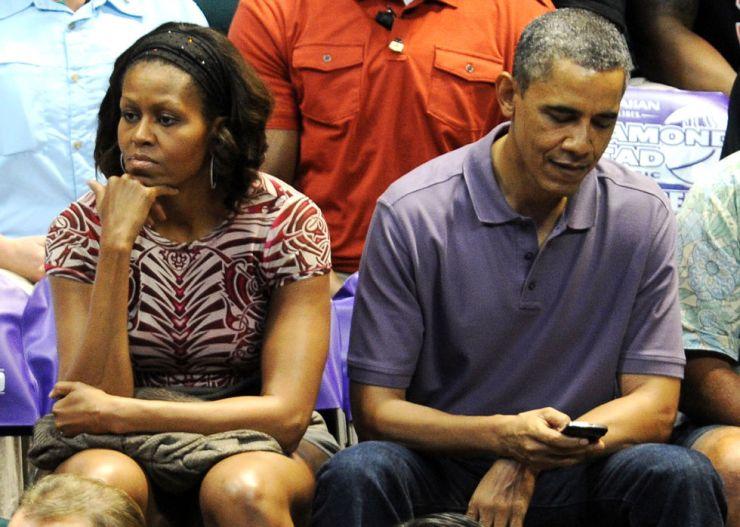 awkward-celeb-couple-moments-caught-on-camera-05