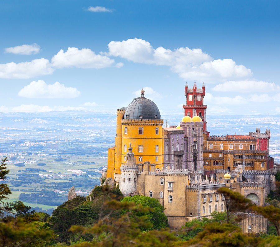 incredibly-cool-castles-around-the-world-04