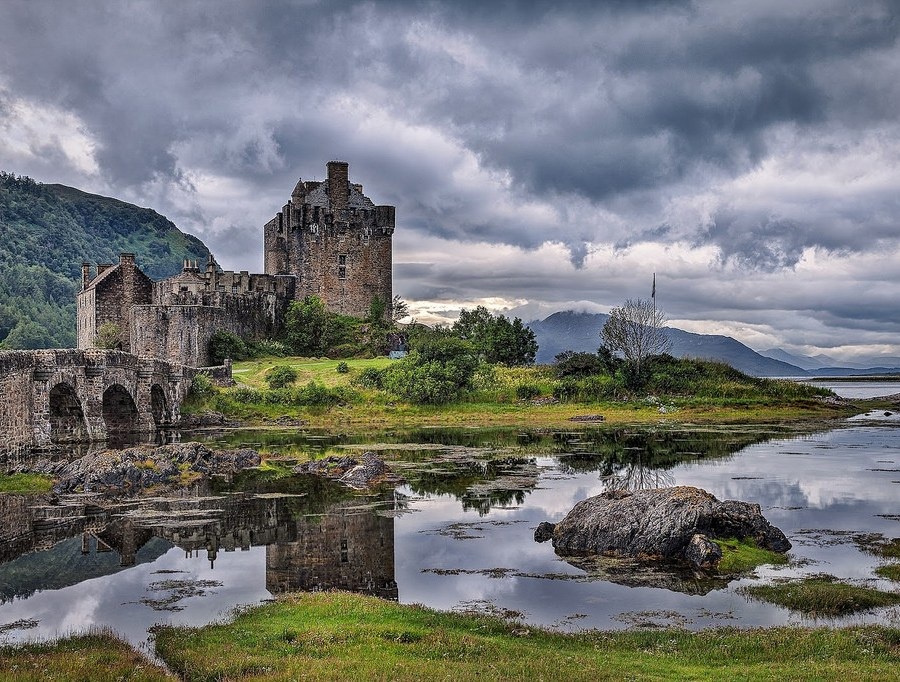 incredibly-cool-castles-around-the-world-07
