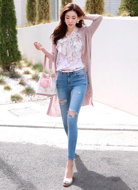 Sử dụng quần bò rách | 15 gợi ý phong cách thời trang của phụ nữ Á Đông | Her Beauty