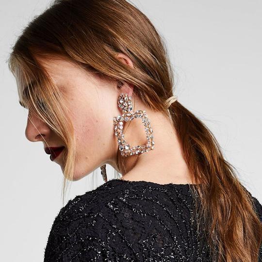 Sử dụng hoa tai buông to bản #2 | 15 gợi ý phong cách thời trang của phụ nữ Á Đông | Her Beauty