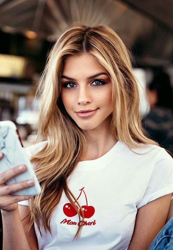 Одинокая женщина много времени проводит в социальных сетях   Как понять, что перед вами одинокая женщина: 9 точных примет   Her Beauty