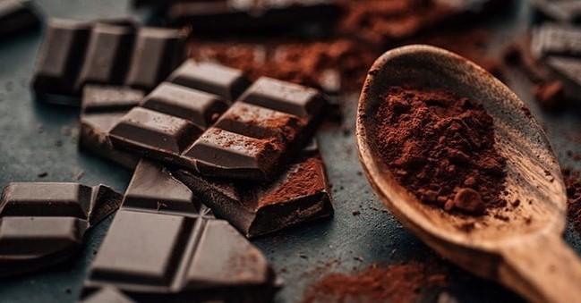 Черный шоколад | 10 коварных продуктов, которые мешают вам похудеть | Her Beauty