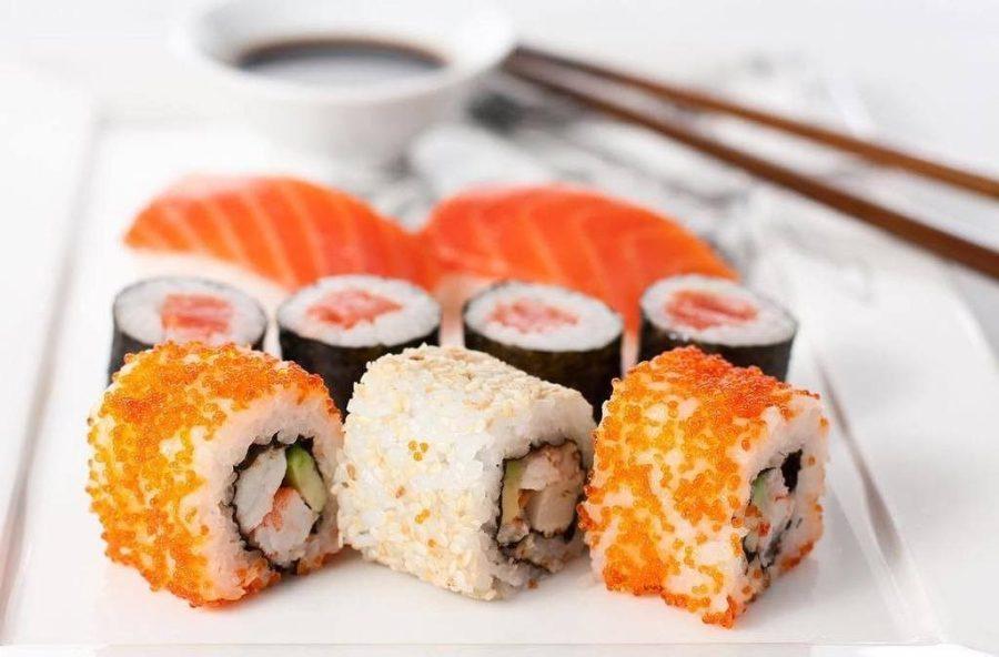 Суши | 10 коварных продуктов, которые мешают вам похудеть | Her Beauty