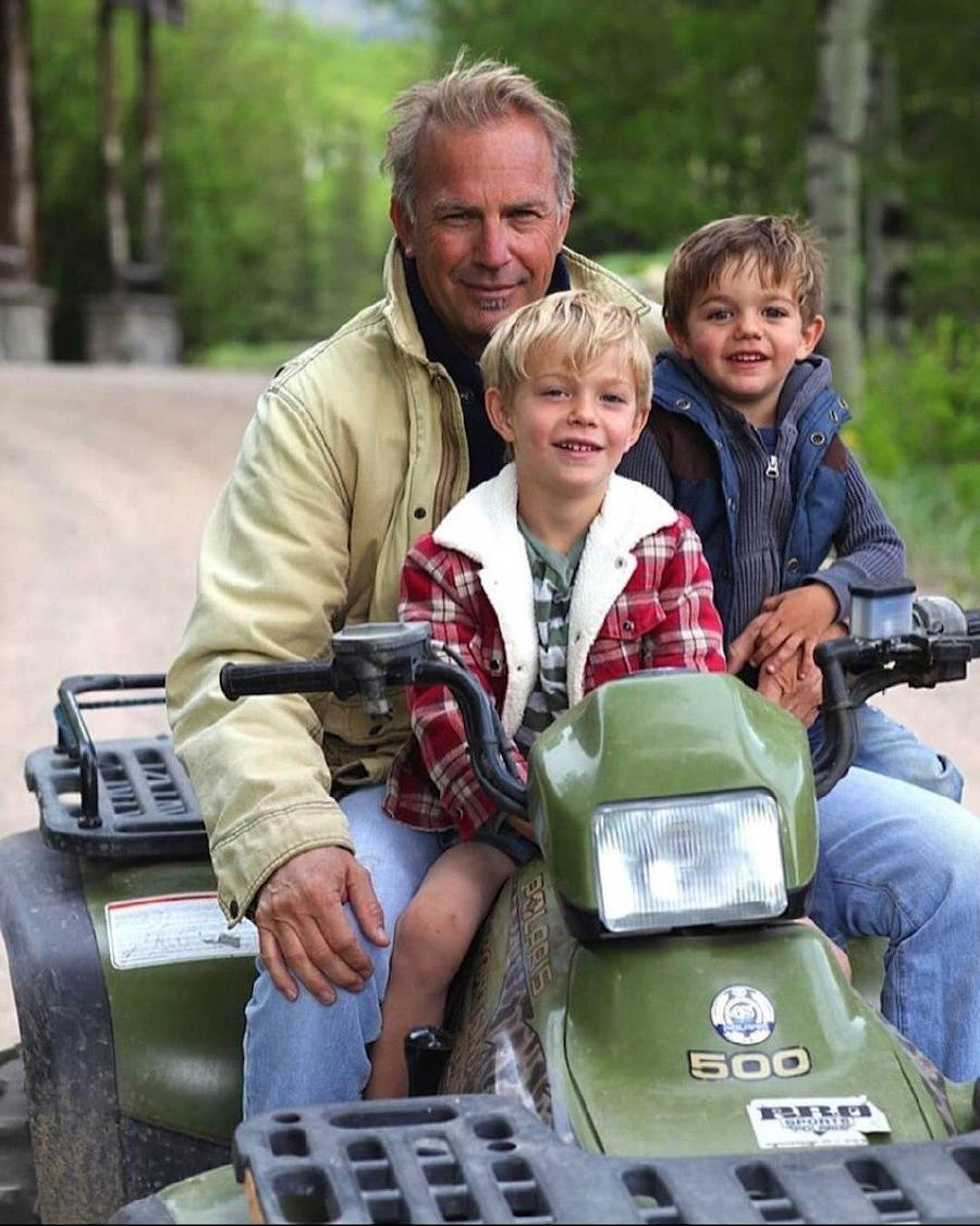 Kevin Costner | 12 Celebrity Grandpas With Their Grandchildren Will Melt Your Heart | Her Beauty