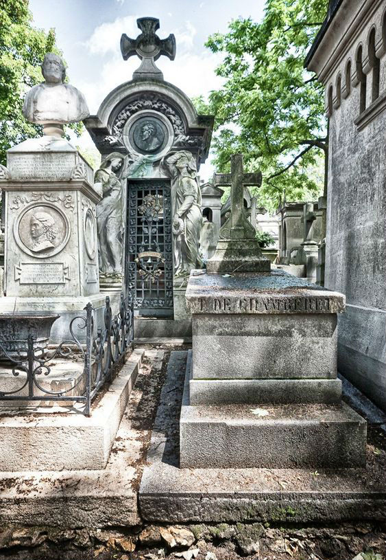 Pere-Lachaise Cemetery | 8 Best Places to Visit in Paris | Her Beauty