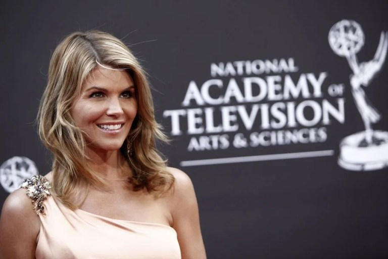 8 Lesser Known Facts About Lori Loughlin | Her Beauty