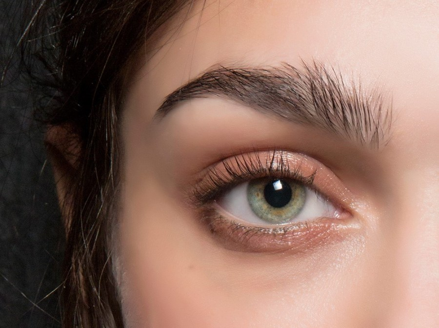 Removing and applying mascara   15 Ways to Use Vaseline in Your Beauty Routine  