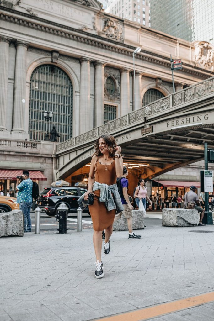 To the club in sneakers | 15 Fashion Lessons You Only Learn While Living in New York City | Her Beauty