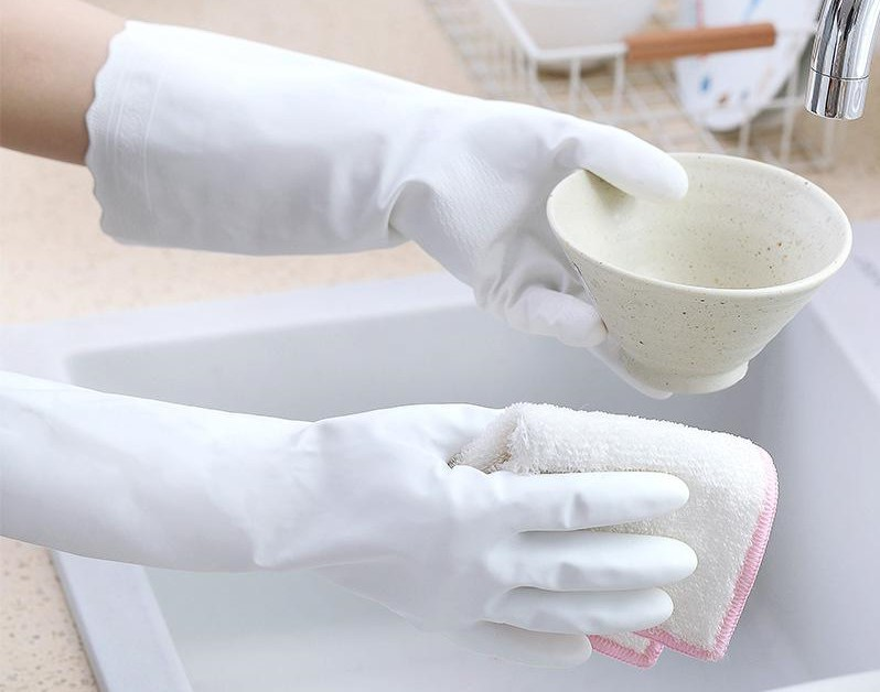 Wear gloves whenever you wash the dishes | 10 Things You Need to Know Before Getting Acrylic Nails | Her Beauty