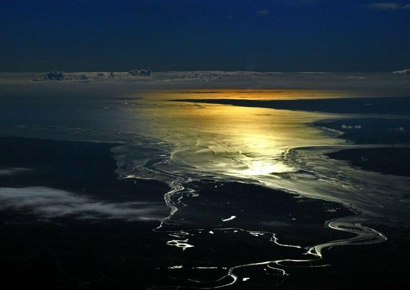 Рассвет над Северным морем во время рейса из Варшавы в Лондон. Фото: Януш Татарчук, капитан Boeing 737, LOT Polish Airlines