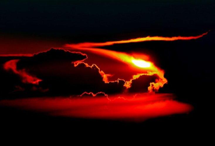 Буря на закате над Германией во время рейса из Варшавы в Нью-Йорк. Фото: Мирослав Капитан, капитан Boeing 787, LOT Polish Airlines