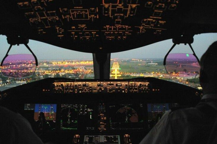 Заход на посадку в аэропорт имени Шопена, Варшава, трансатлантический перелет. Фото: Мирослав Капитан, капитан Boeing 787, LOT Polish Airlines