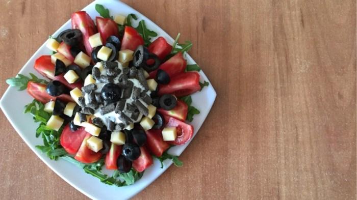 Салат с чиа и сыром