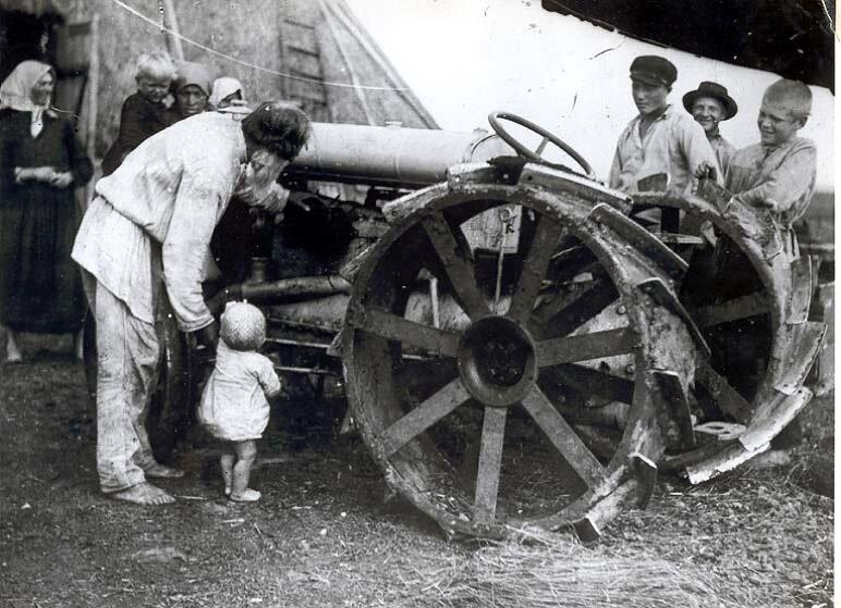 Первый трактор в селе