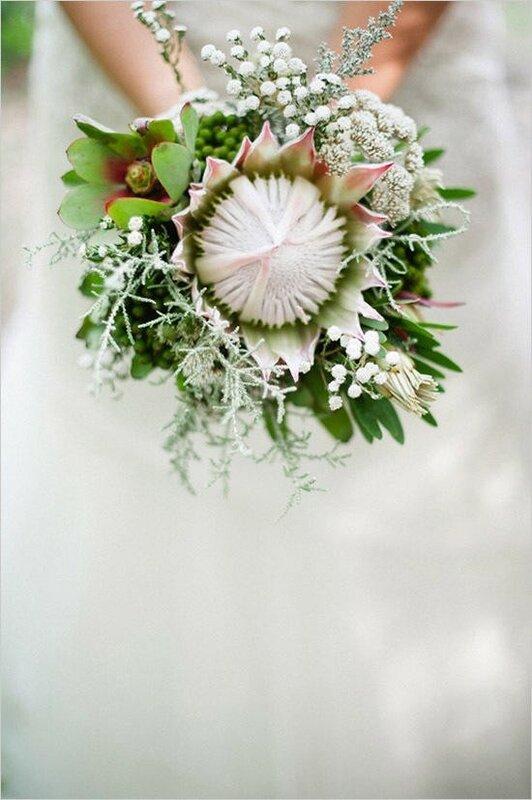Букет с цветами протеи