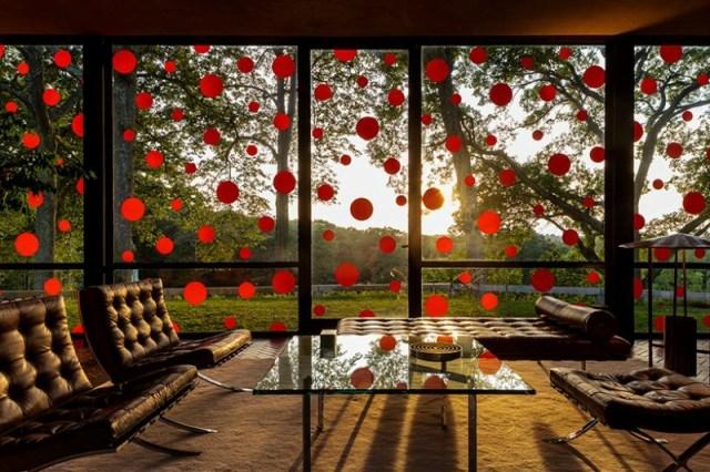 Стеклянный дом в «горошек» от художницы Яёи Касума (Yayoi Kusama)