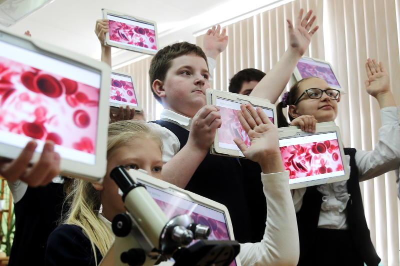 О пользе и вреде цифровых учебников для школьников рассказывает физиолог Марьяна Безруких