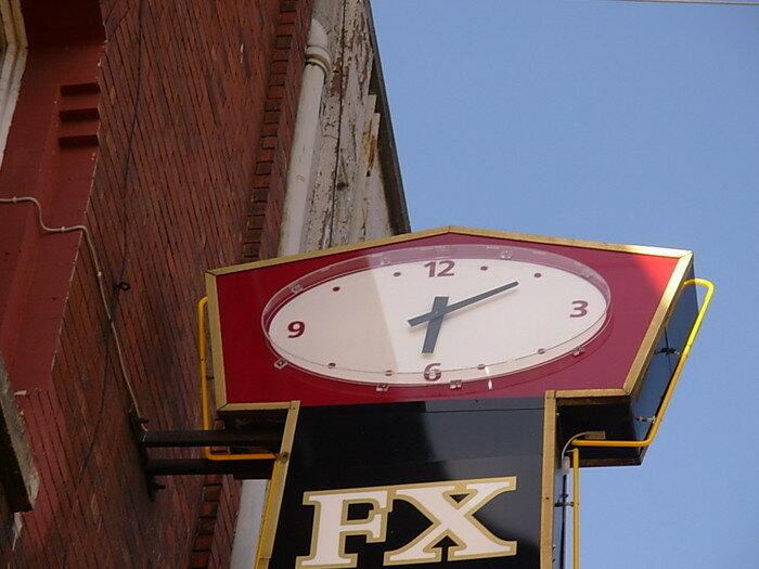 Уличные часы всех времён и народов