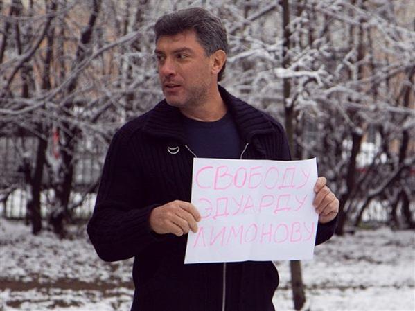 """Борис Немцов и """"стеснительные"""" провокаторы (фото)"""