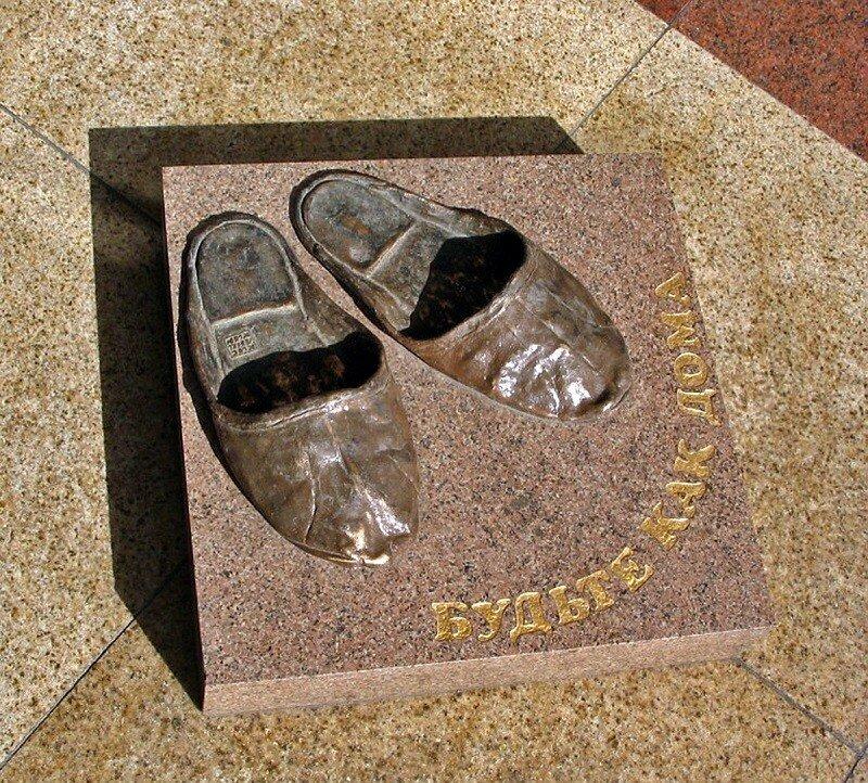 Памятник домашним тапочкам, Томск