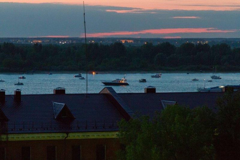 Корабли на Волге в ожидании салюта