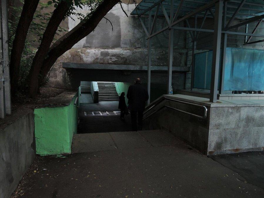 Колодезный переулок. Переход под метро.