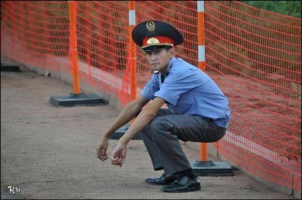 Смешные фотографии милиционеров: опасная служба и редкий отдых
