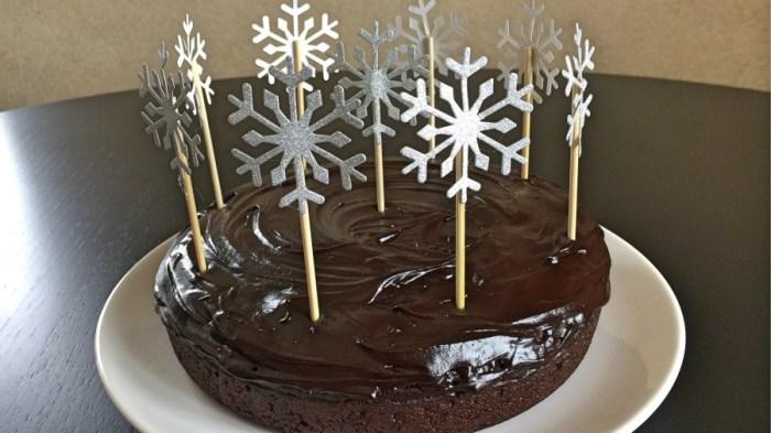 Постный шоколадный пирог с вишнёвым муссом