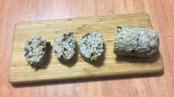 Мясной батончик с маслинами и вялеными томатами