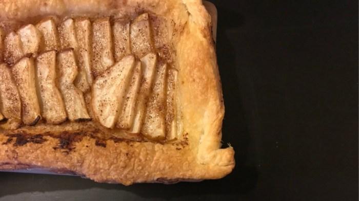 Грушевый пирог с имбирём на слоёном тесте