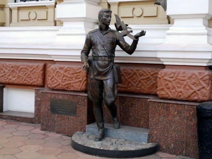 *Памятник Давиду Гоцману* в Одессе