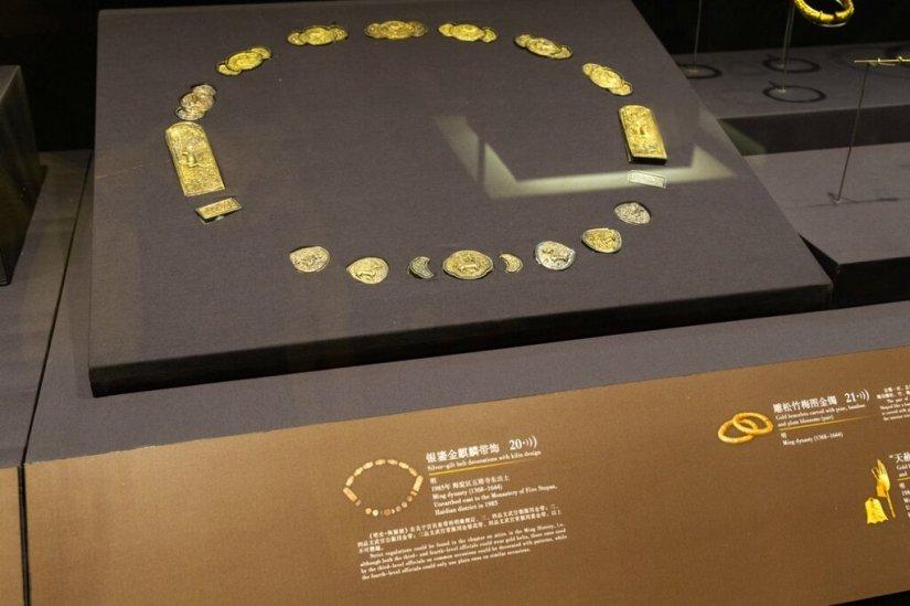 Пояс из золота и серебра из монастыря Пяти ступ, музей района Хайдянь