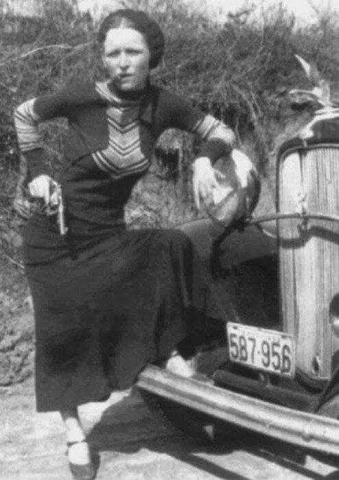 Bonnie Parker, о которой обычно вспоминают неразрывно с ее напарником Клайдом.