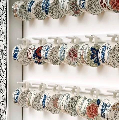 Коллаж из керамических чашек