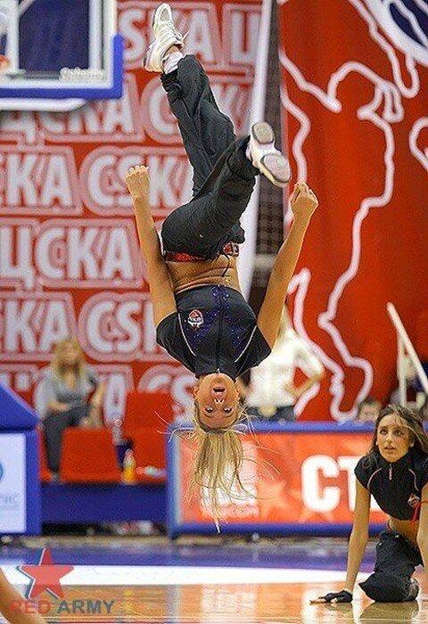 Черлидерши ЦСКА (фото девочек из группы поддержки)