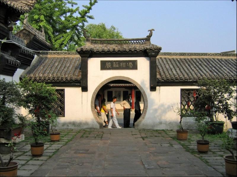 Ворота в монастыре, монастырь Гуйюань, Ухань