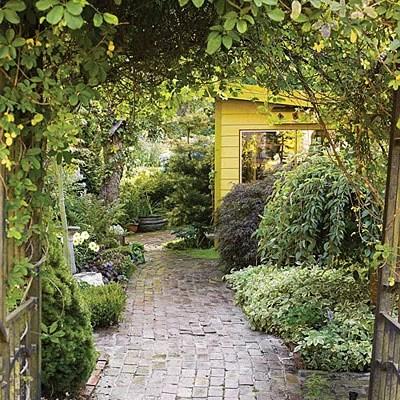 интересный бюджетный дом и сад своими руками