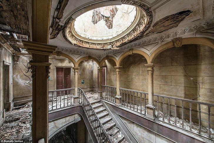 Заброшенное здание в Португалии.