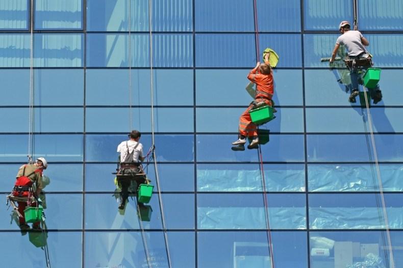 Кто такие промышленные альпинисты и как они работают на высоте