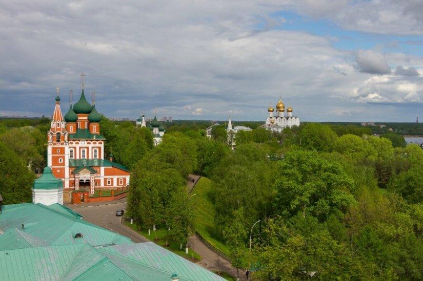 Панорама Ярославля - храм Архангела Михаила и Успенский кафедральный собор