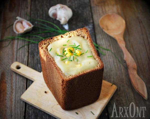 Картофельный суп в хлебе
